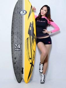 冲浪美女运动服健美性感秀曲线