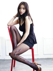 豹紋高跟黑絲女王美腿靚麗誘惑寫真
