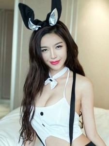 酒店内的兔女郎女神丰满上围翘臀魅惑