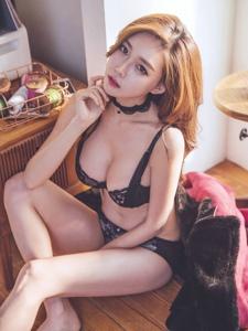 室内内衣美女模特曼妙身材性感诱人