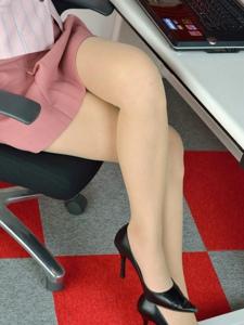 辦公室女郎透明絲襪撩人心扉
