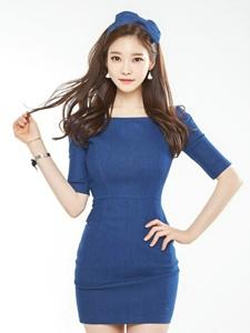 娇俏发箍美女模特深蓝裙衬白嫩肌肤笑容诱人
