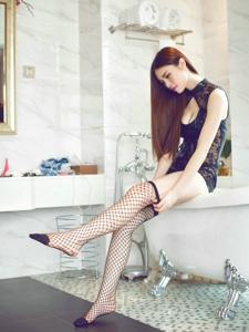 性感美眉蕾絲超短裙網襪私房照