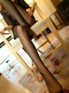 撩人美女情趣睡衣黑丝细直纤细美腿诱惑十足