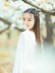花环美女樱花园唯美写真回眸浅笑气色佳