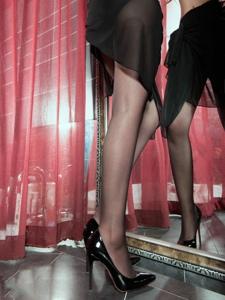 美女嫩模夏沫高跟丝袜美腿性感撩人