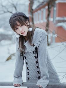 韩国美女雪中漫步清新迷人优美