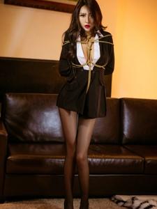 烈焰红唇美女Abby金金制服捆绑黑丝诱惑写真