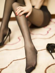 苗条黑丝美女高跟美腿极品诱人
