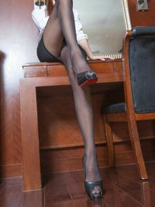 OL白领美女丝袜高跟妖娆诱惑