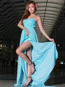 素颜高跟轻巧美男娟秀长裙高挑美腿写真