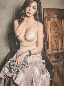 高腰百褶裙美女模特极致性感青春娇俏
