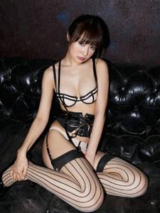 性感美女情趣内衣巨乳条纹丝袜诱惑