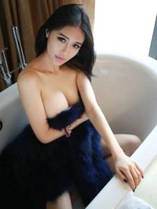 浴缸内的巨乳美女于大小姐性感迷魂