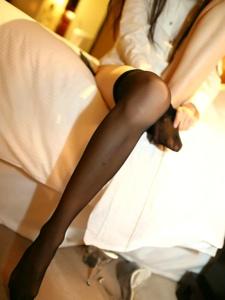 穿黑丝袜的性感少女诱惑你的心