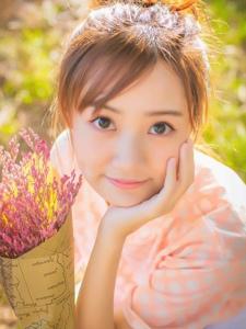 邻家大眼粉嫩少女阳光甜美温馨写真