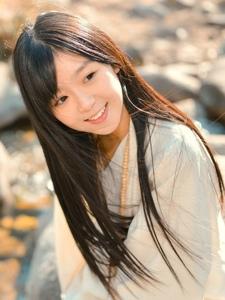 阳光秋季长发少女白色长裙甜美动人写真