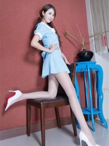 淡蓝连衣裙美女Miso高跟丝袜美腿清爽写真