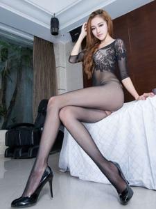 高挑美女黑网袜修长美腿别有一番风味
