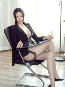 性感丝袜美腿女秘书职业装媚眼勾魂