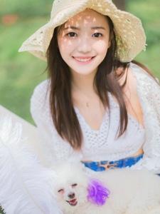 清纯甜美姑娘户外唯美写真粉白色的回想