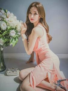 飘逸长裙美模清新甜美优雅动人丰满迷人