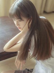 学生装短裙刘海清纯妹子回眸之间的美丽身影