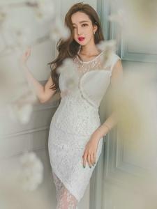 透視蕾絲白裙美模靈動輕盈展朦朧美