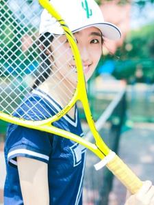 網球運動帽少女秀健美身材極其動人
