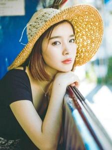 时尚轻熟女旅拍夏日清爽好心情写真