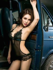 性感車模王爾琳黑色魅力寫真