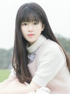 皮肤白净长发刘海美女阳光清新活力动人