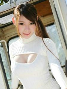成熟女子MARA酱性感露胸装阳光动人写真