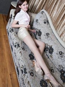 甜美长腿美女Queenie白丝性感私房写真