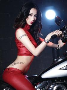 性感机车女郎美女模特纹身红色冷艳写真