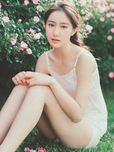 花叢中清純玉女吊帶裙甜美青春寫真