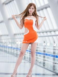 韓國尖下巴美女車模翹臀粉嫩高挑迷人