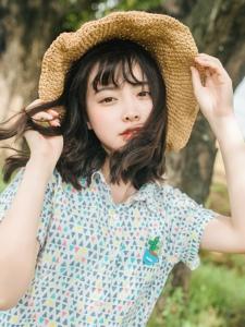 碎花裙短发女孩阳光草帽温馨可人