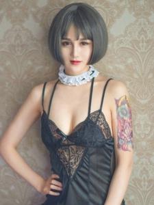 混血紋身美女情趣蕾絲透視網襪大秀性感身姿