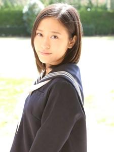 陽光制服甜美短發學生妹溫馨靚麗魅力十足