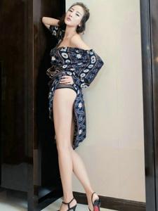 絲襪美女情趣薄紗遮細嫩嬌軀白皙長腿寫真