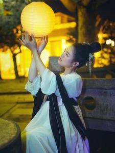 中秋古装美女宁静夜晚温馨迷人写真
