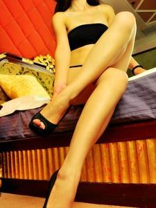 性感美腿美女大白长腿诱惑无限迷人写真