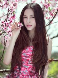 唯美桃花之下的电眼美人清纯动人写真