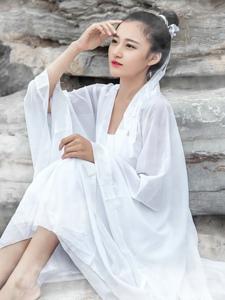 古装白裙美女演绎小狐仙唯美可人