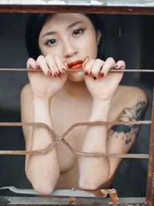 素颜长发少女生活随拍粉嫩迷人诱惑写真