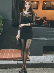 韩国美女模特朴正允高跟黑丝街拍写真