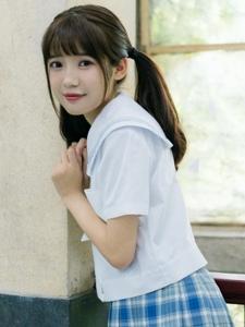 长相甜美的刘海美女学生清纯阳光写真