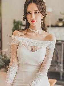 韩国红唇美少妇长裙露性感香肩甜美红唇写真