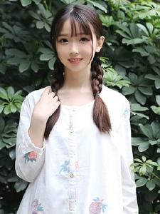 甜美小清新麻花辫少女日常温馨写真